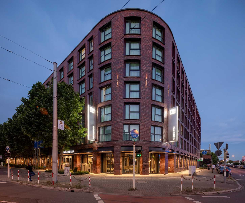 K1600_20200624_125_Prasch Buken Partner Architekten ©DUCKEK NH Hotels niu Hotels Mannheim__G9A5877-Pano
